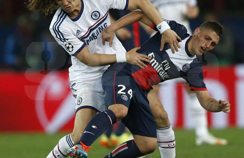 David Luiz (în alb), 1,88 m şi 84 kg, intră tare la Verratti în meciul cu PSG din