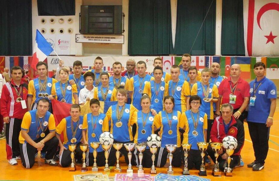 Poza de grup a medaliaților din