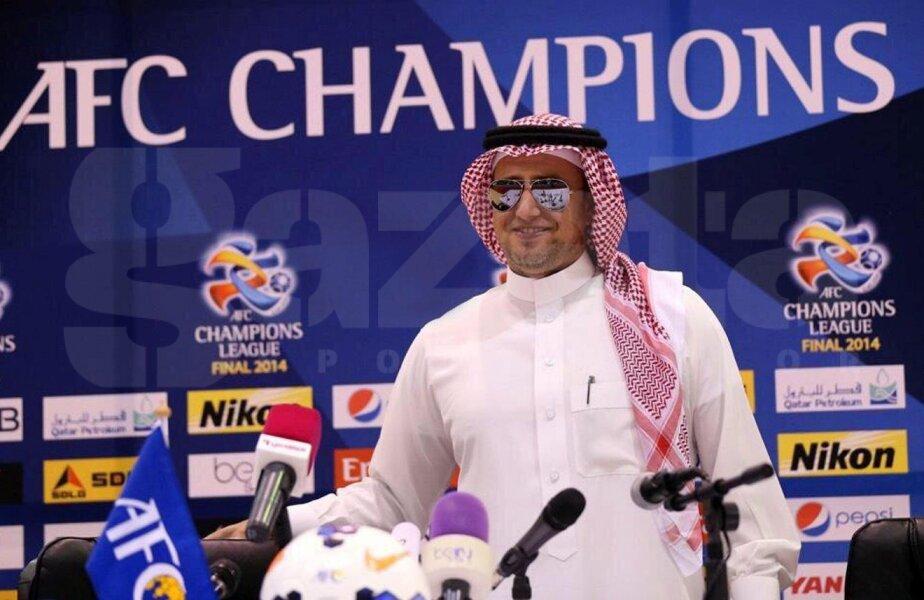 Îmbrăcat ca un arab, în dishdasha, şi cu ochelari de soare, Reghecampf aşteaptă optimist returul finalei Ligii AFC. Şi un mesaj de la soţie pe Facebook: