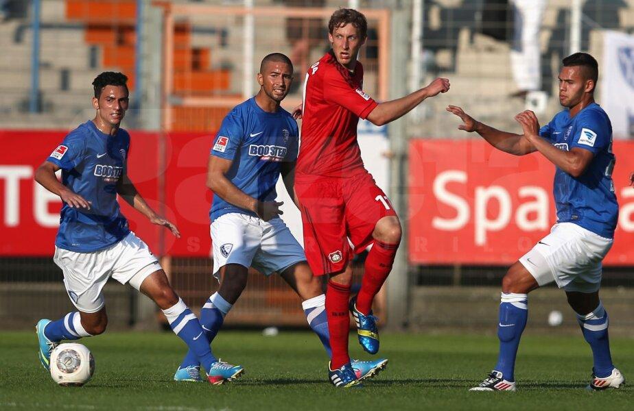 Engelbrecht (dreapta), cînd juca la Bochum într-un duel cu Kiessling (Leverkusen) // Foto: Guliver/GettyImages