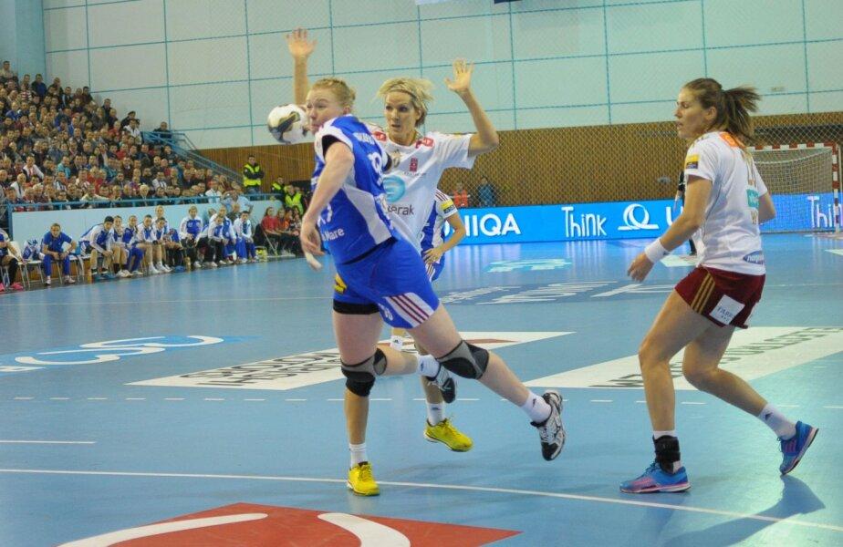 Pivotul Makeeva a jucat foarte bine aseară, dar nu a fost destul ajutată de coechipiere // Foto: emaramureş.ro