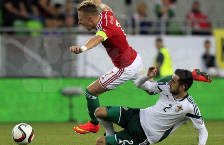 McLaughlin (dreapta) îl atacă tare pe căpitanul maghiar Dzsudzsak // Foto: Reuters