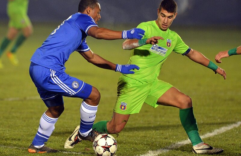 Alexandru Aldea în meciul cu Chelsea din Liga Campionilor Under 19