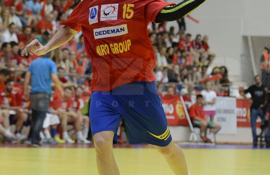 Vali Ghionea a fost ales de club între cei mai buni jucători care au evoluat de-a lungul timpului la Wisla. Premiul l-a primit chiar duminică, înaintea meciului cu Flensburg