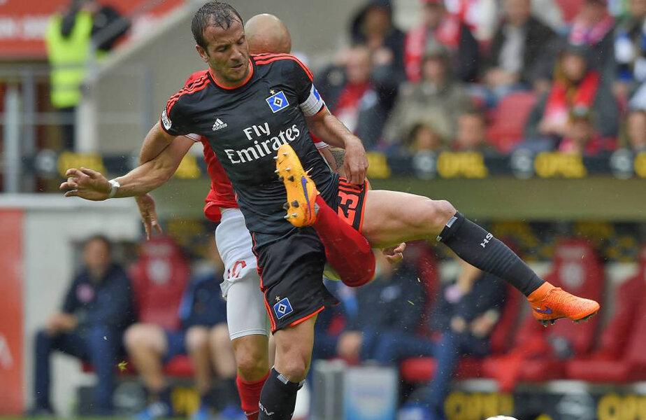 Genunchiul lui Soto (în duel cu Van der Vaart) face crack!