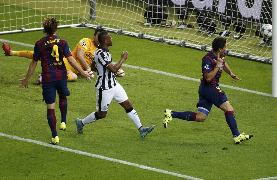 Suarez reia în plasă mingea respinsă de Buffon. Iar Barca e din nou în avantaj, 2-1