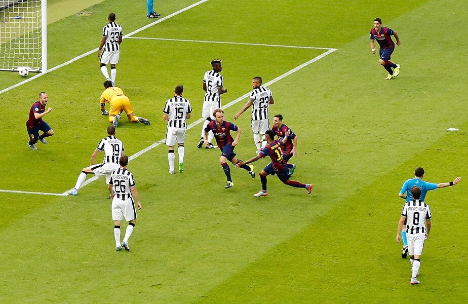 În minutul 4, Rakitici deschidea scorul. La acţiunea golului, toţi cei 10 jucători ai Barcei au atins mingea. Trofeul, cucerit a 5-a oară, rămîne la club // Foto: Guliver/GettyImages