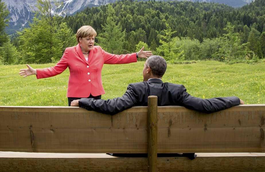 În aerul rece al Alpilor bavarezi, cancelarul german Merkel discută cu preşedintele american Obama. Dar Putin urmăreşte atent ce se întîmplă la Kruen // Foto: Reuters