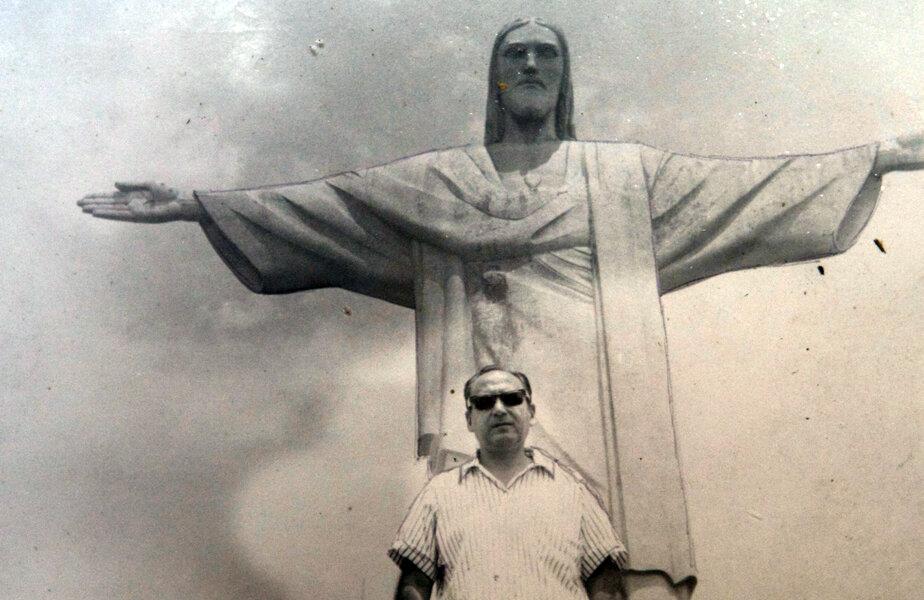 Ilustrată din Brazilia. În spate, chipul celebrei statui
