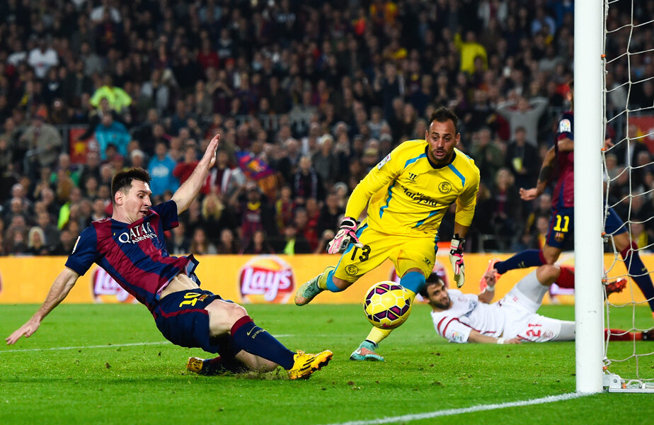 Messi îl învinge pe Beto și marchează golul cu care a doborît recordul lui Zarra, 251 de reușite în Primera // Foto: Gulliver/GettyImages