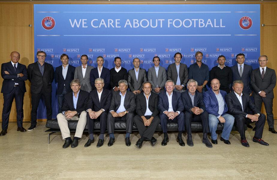 Lucescu și Lupescu, la poza de grup de la finalul ședinței // Foto: UEFA