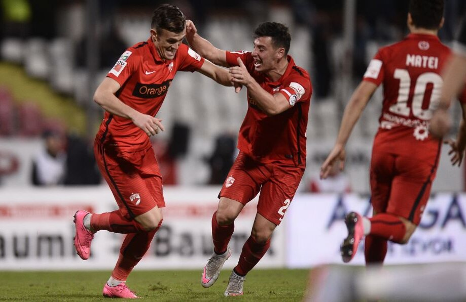 Marc (stînga) în extaz după primele sale goluri în tricoul lui Dinamo