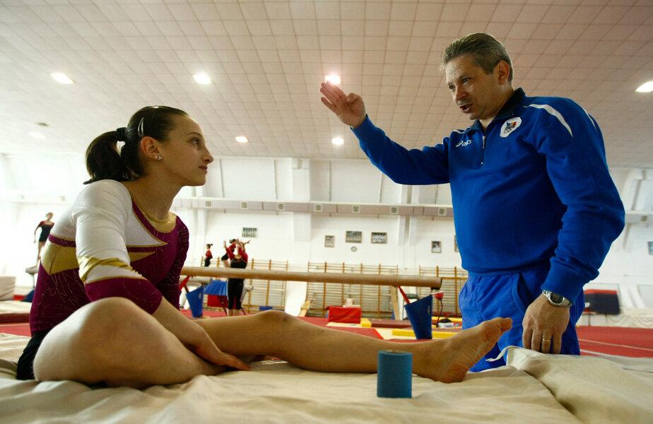 Nicolae Forminte a fost numit la lotul naţional feminin în 2005, după ce şi-au dat demisia Belu şi Bitang, şi a plecat în momentul cînd cuplul de antrenori a revenit