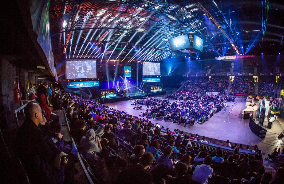 Mii de spectatori au urmărit cu sufletul la gură finala de la Counter-Strike de duminică