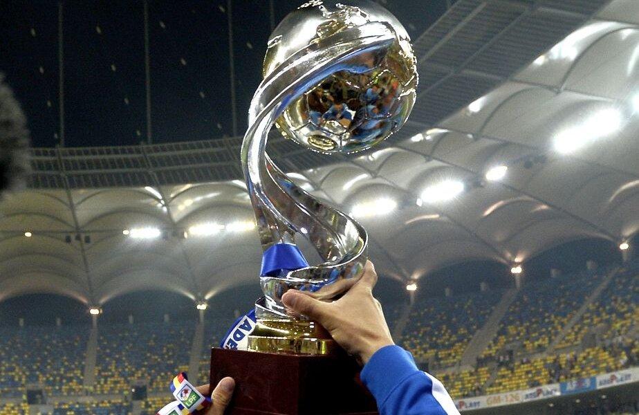 Așa arată trofeul Cupei Ligii, cîștigat în sezonul trecut de Steaua