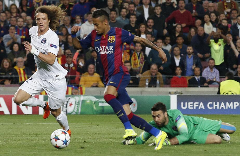 Neymar (dreapta) înscrie împotriva lui PSG în Ligă // Foto: Reuters