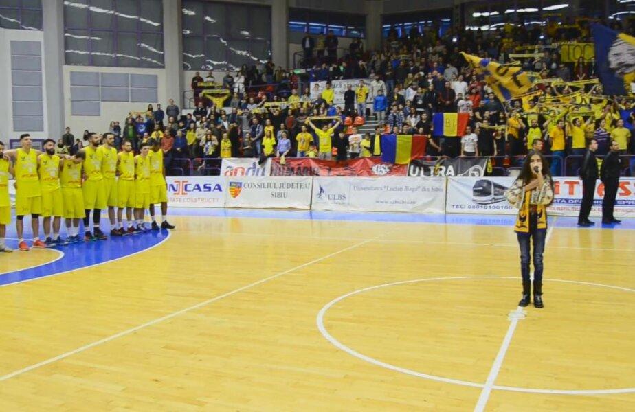 Imnul s-a cîntat înaintea partidei Sibiu - Piteşti, 74-71, din Liga Naţională de baschet masculin