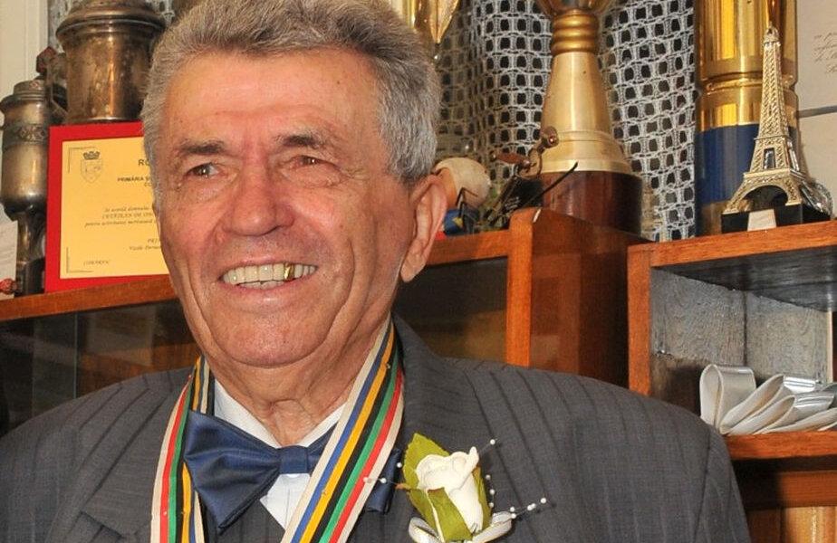 Ion Panţuru, în momentul în care a primit titlul de Cetățean de Onoare la Bușteni