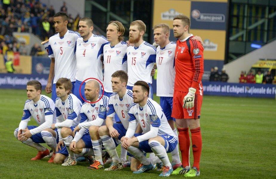 Holst, încercuit, a fost adversarul lui Raț la meciul România - Insulele Feroe, 1-0, de la Ploiești