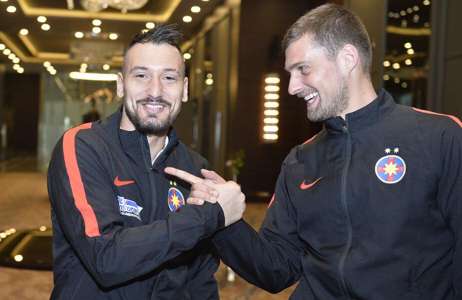 Gabi şi Timo, gata de un party, pe terenul de fotbal
