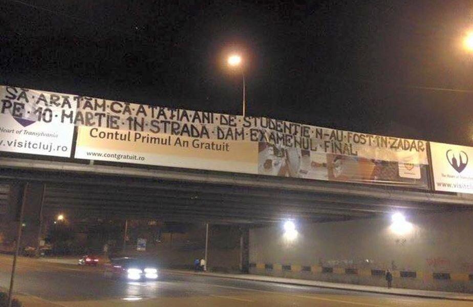 Clujul a fost împânzit cu mesaje de protest ale galeriei