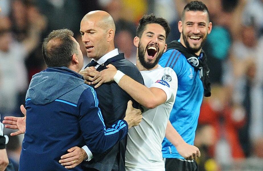 Zidane, îmbrățișat de Isco după meci, a pierdut doar 2 jocuri din 24 pe banca Madridului, 0-1 cu Atletico și 0-2 cu Wolfsburg