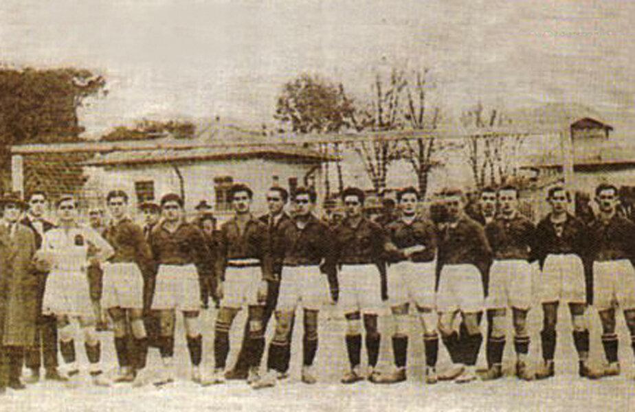 Prima echipă a Rapidului, în 1923 // Foto via: rapid.com.ro