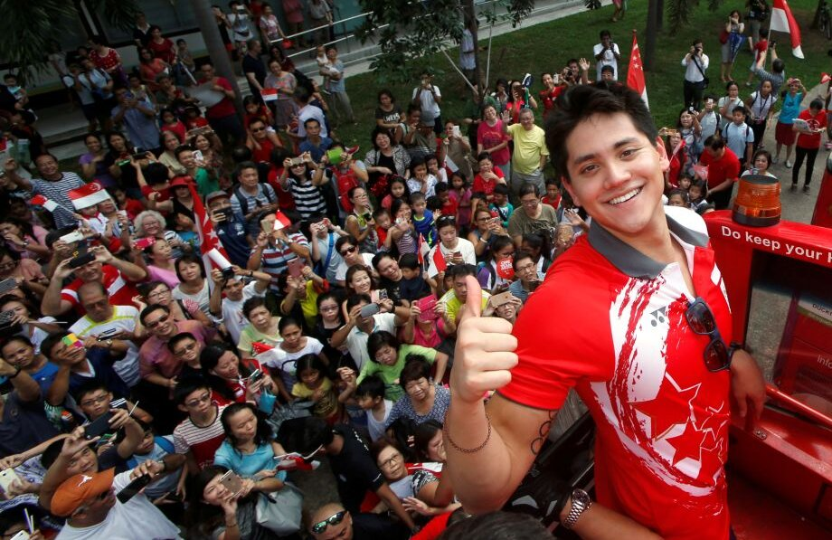 Schooling și fanii care s-au adunat să-i onoreze succesul // FOTO Reuters