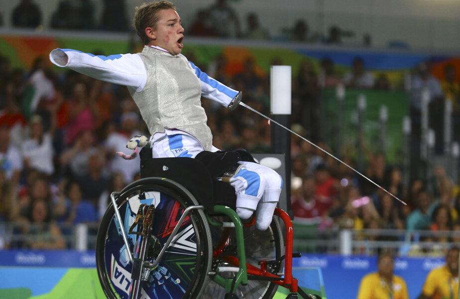 Beatrice Vio se deplasează în viața de zi cu zi cu ajutorul protezelor, doar în concursuri e în scaun rulant // FOTO Reuters