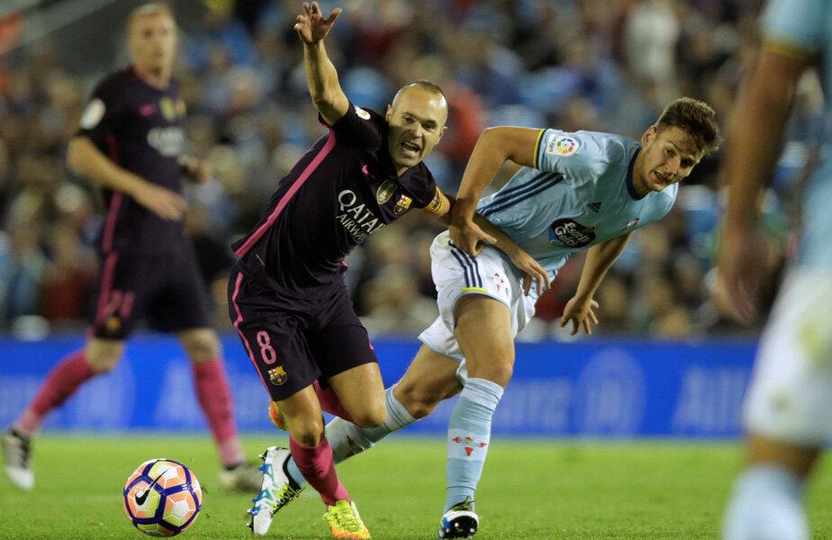 Iniesta (tras de braț de Radoja) n-a înscris al 56-lea său gol catalan // FOTO Reuters