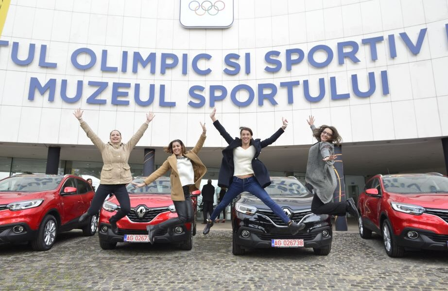 Noiembrie 2016, București. Aceleași Simona Pop, Loredana Dinu, Simona Gherman și Ana Maria Popescu (de la stânga la dreapta), deja campioane olimpice și a doua întâlnire cu mașina // FOTO Cristi Preda