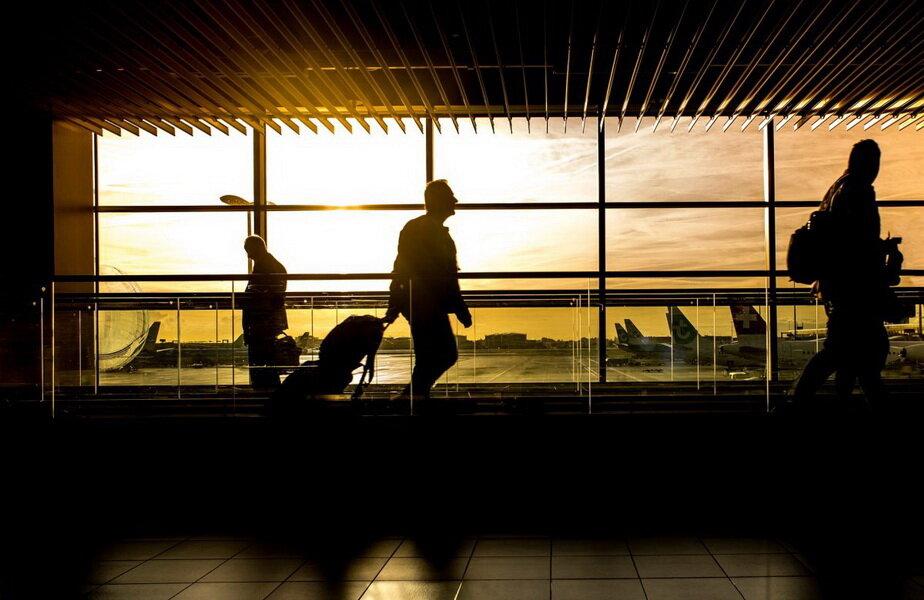 Şi-a închiriat apartamentul şi trăieşte de opt ani într-un aeroport ► Foto: notizie.delmondo.info