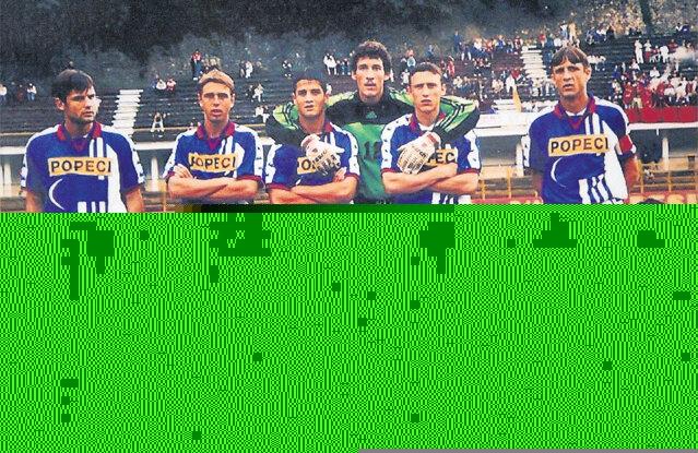 Chivu în echipa Craiovei din 1999, înaintea unui meci la Reșița. Sursa foto: libertatea