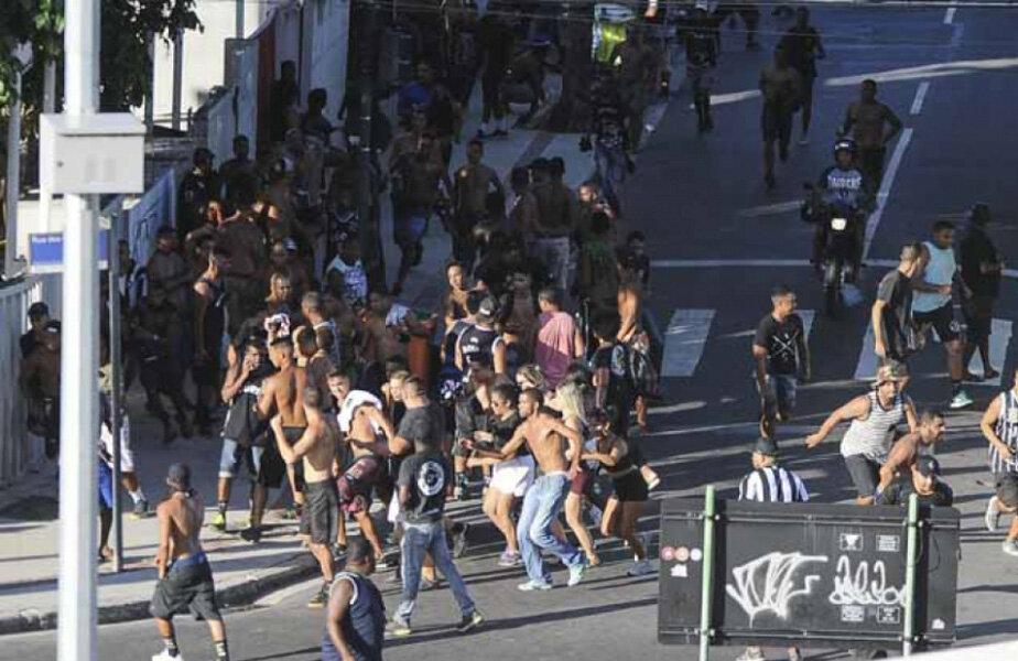 Ultrașii au profitat de greva agenților de poliție pentru a se răfui pe străzile din Rio