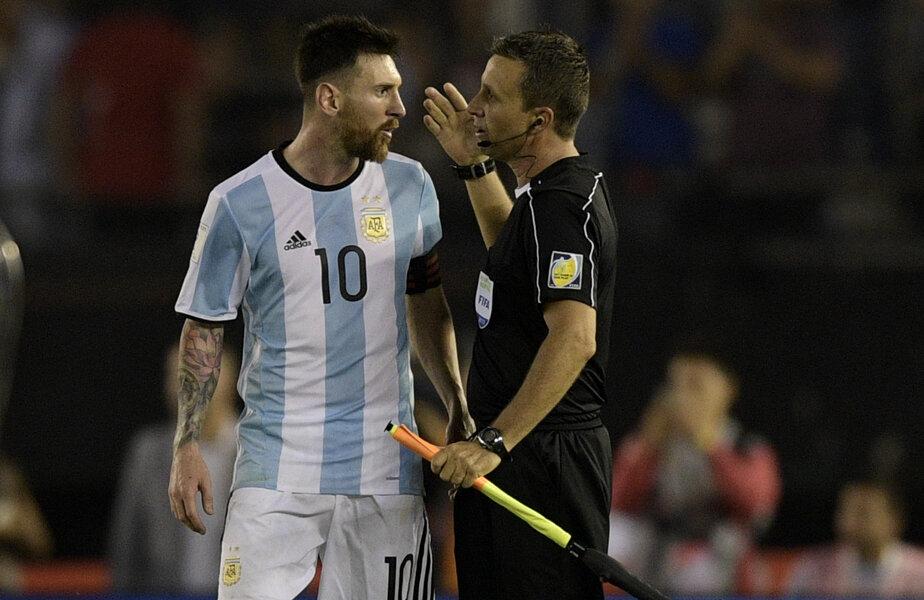 Messi, insultându-l pe asistentul brazilian la sfârșitul meciului cu Chile // FOTO AFP