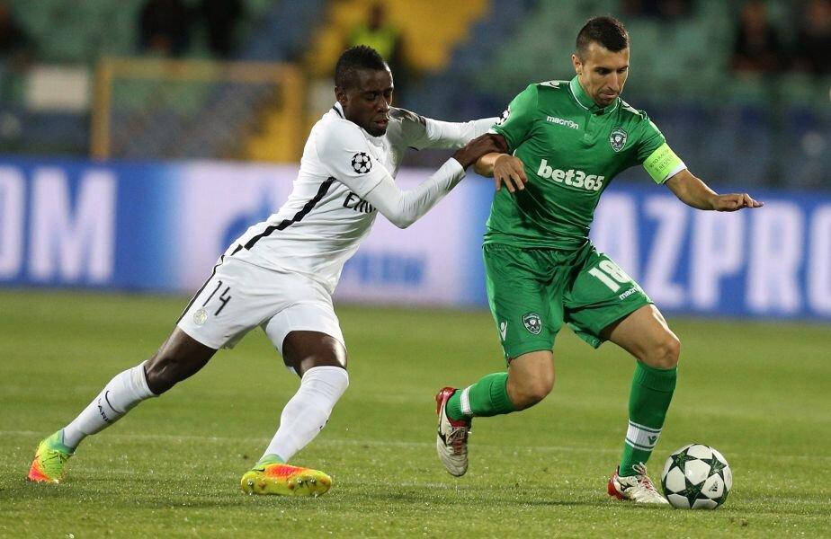 Foto: Diakov (dreapta), în duel de Champions League cu francezul Matuidi, mijlocașul lui PSG (Reuters)