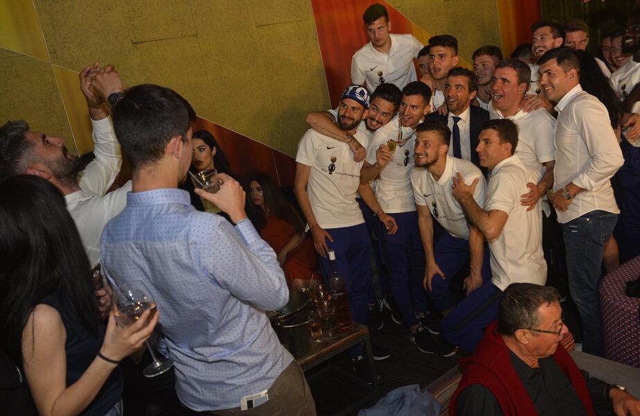Acum nici o săptămână, jucătorii se bucurau alături de Hagi pentru câștigarea titlului // FOTO Raed Krishan