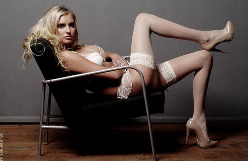 Dominika Grosicka este soția lui Kamil Grosicki încă din anul 2011 și au împreună o fetiță în vârstă de 5 ani.