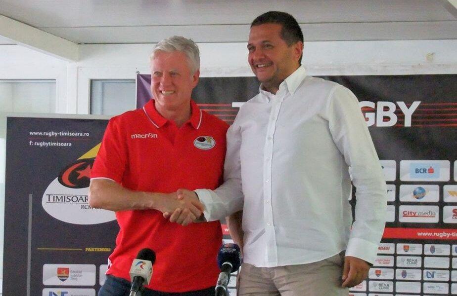 Matthew Brian Williams, în stânga, alături de Dușan Filipaș, vicepreședintele echipei
