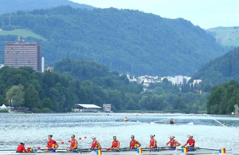 Barca de 8 plus 1 a României și peisajul de pe lacul Rotsee (foto: worldrowing)