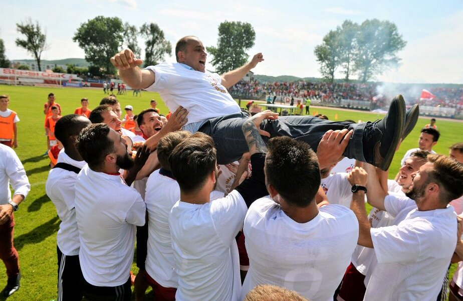 În ziua promovării în L1, Dioszegi a fost purtat pe braţe de jucătorii care au adus în premieră Sf. Gheorghe pe scena primei divizii