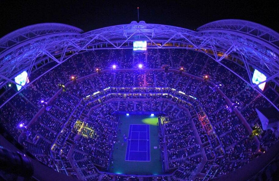 UNDER THE LIGHTS! Concert? Nu, un meci de tenis la US Open între Tsonga și Șapovalov pe arena