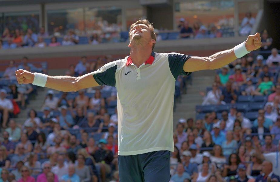 Ibericul Carreno Busta, sărbătorind calificarea în semifinale // FOTO: REUTERS