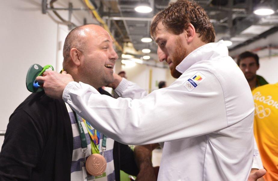 Saritov a pus medalia de bronz la gâtul președintelui FR Lupte // FOTO Cristi Preda (Rio de Janeiro)