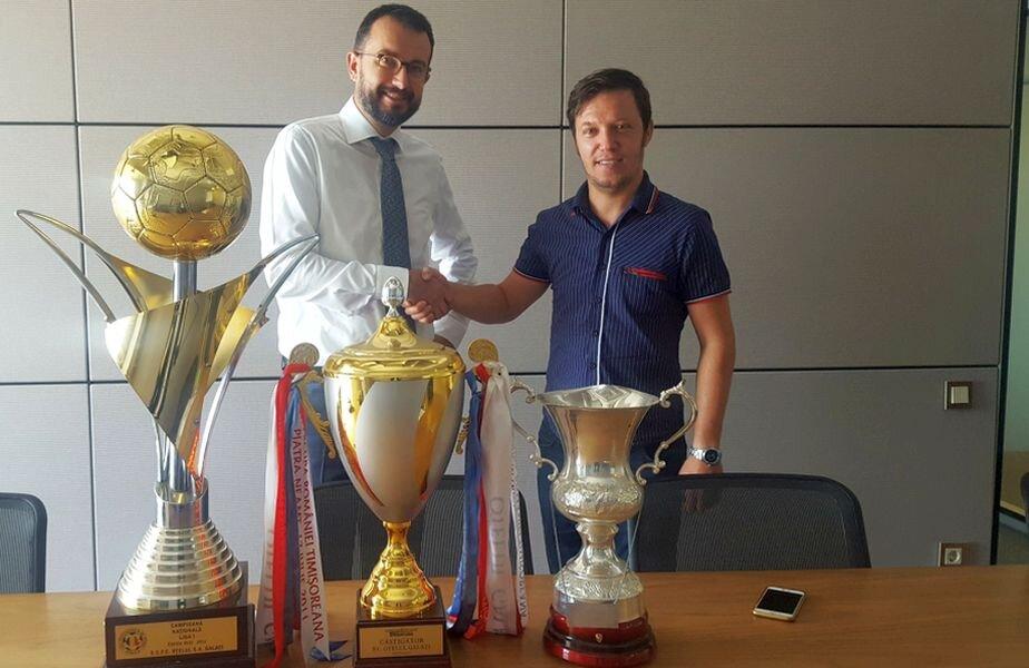 Iulian Apostol (dreapta) a readus trofeele Oțelului la Galați