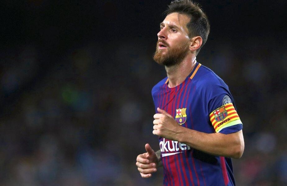 Messi se luptă singur cu adversarii în LaLiga // FOTO: Reuters