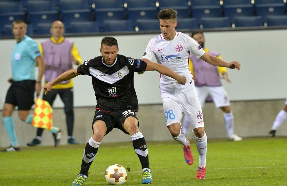 Joi seara, Man (dreapta) l-a înlocuit la pauză pe Ovidiu Popescu și a primit nota 8 din partea Gazetei FOTO Cristi Preda