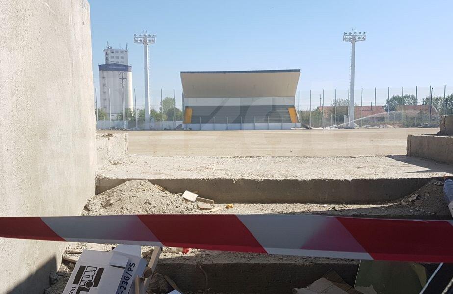 Așa se vede terenul de la tribuna principală a noii arene din Turnu Măgurele