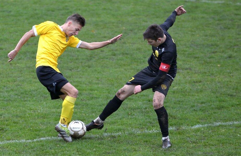 FC Brașov a falimentat, oficial, în septembrie, însă niciuna dintre cele două pretendente n-a reușit, încă, să obțină palmaresul // FOTO: Bogdan Bălășa