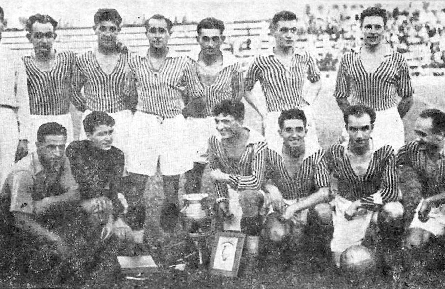 Echipa Rapidului care a cucerit Cupa României în 1939, după 2-0 cu Sportul în finală